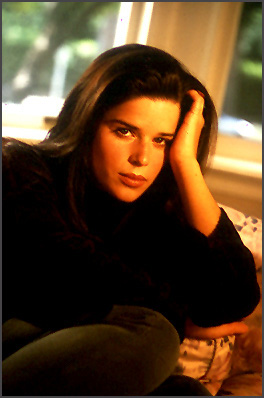 Neve Campbell pic loading...